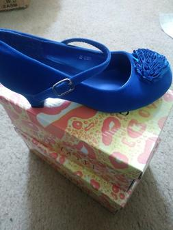 "Kids shoe for girls ; Brand: Lucky Top ; Colors: Blue ; 1"" H"