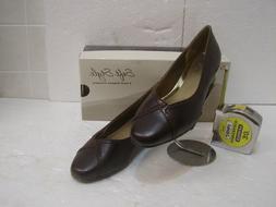 Womens' Soft Style dark brown dress shoe, low heel, wide wid